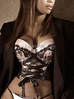 Flore | escort à Paris | Escorts ABC